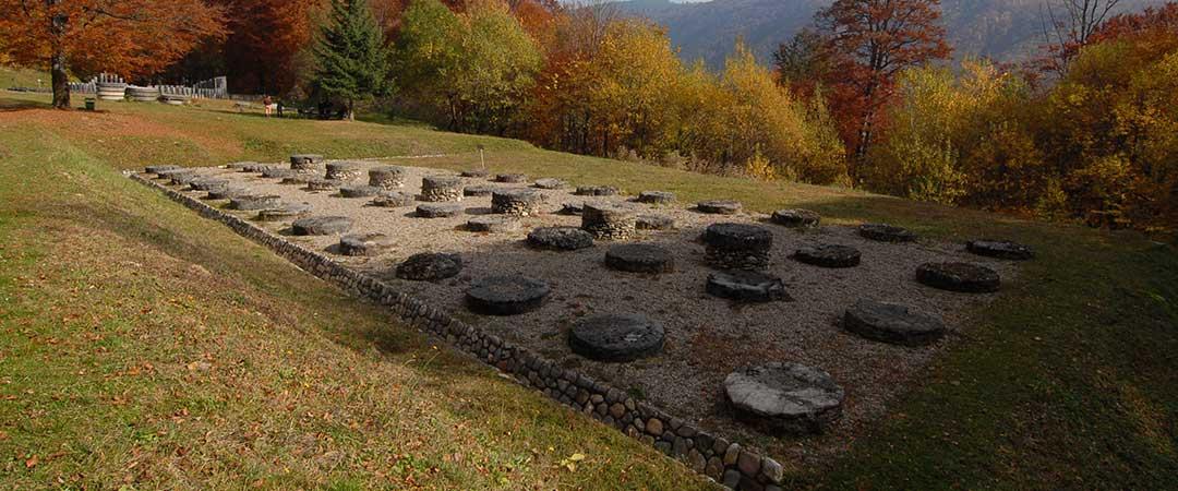Templul-mare-de-calcar,-in-zona-sacra-a-Sarmizegetusei-Regia